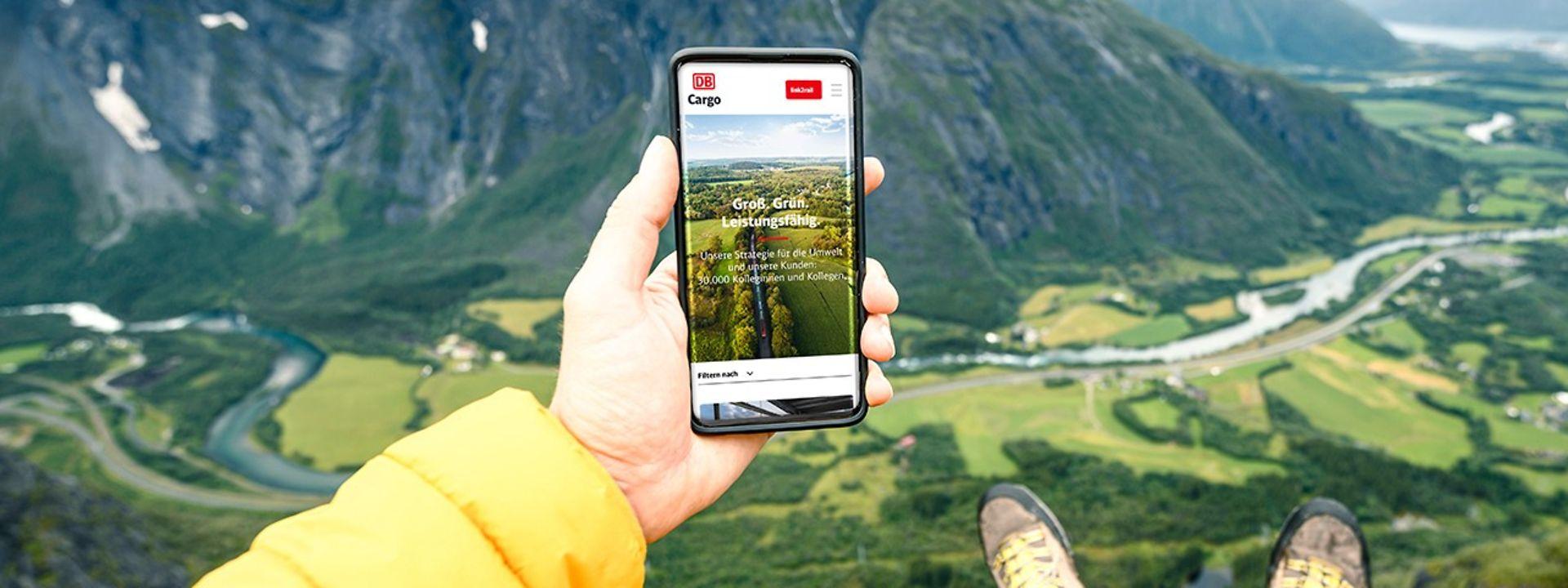 Smartphone mit DB Cargo Logistik-News